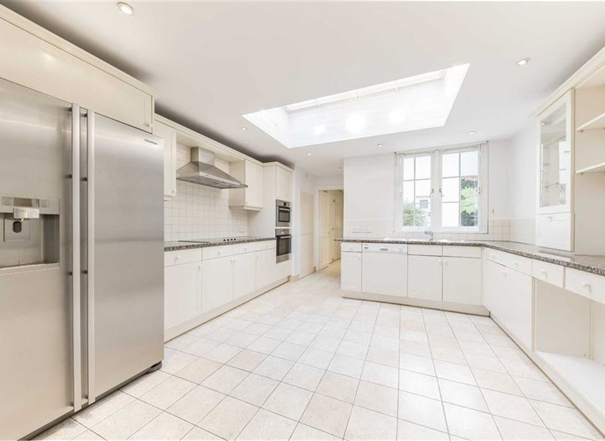 Properties for sale in Loudoun Road - NW8 0LT view3