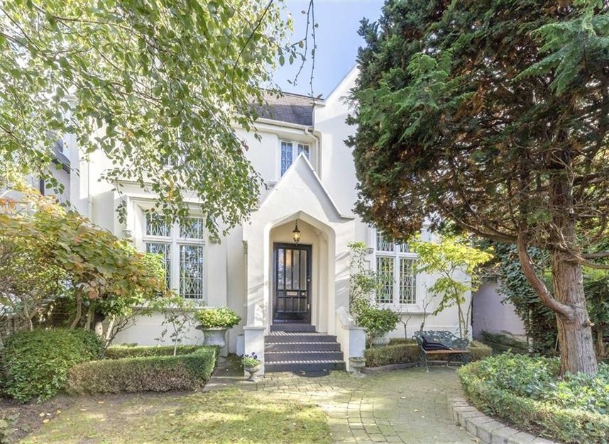 Properties for sale in Loudoun Road - NW8 0LT view1
