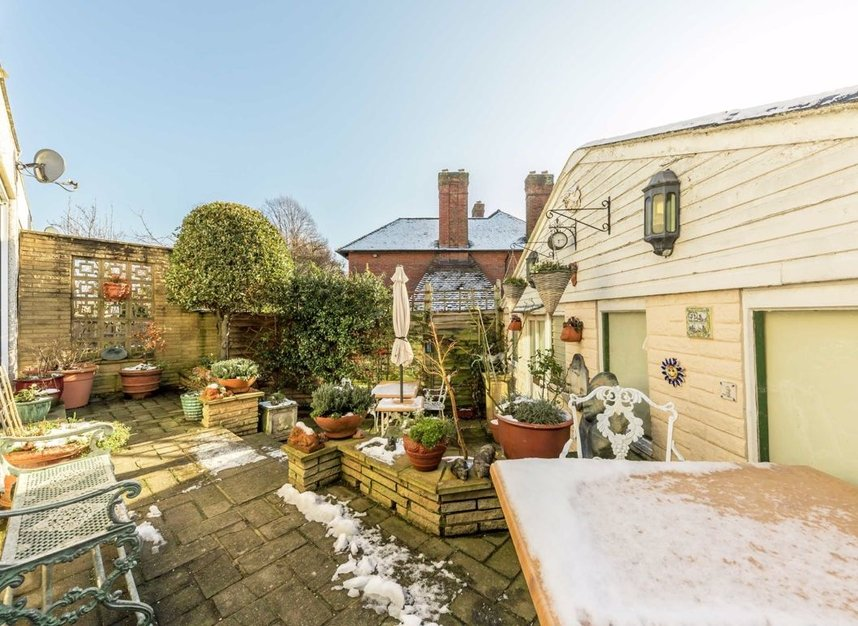 Properties for sale in Lynton Road - W3 9HW view6