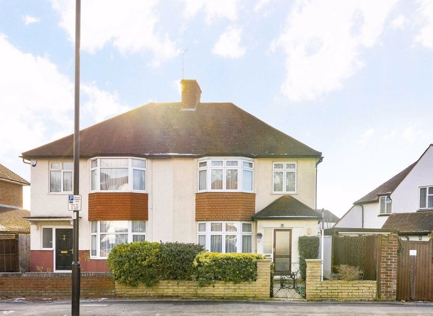 Properties for sale in Lynton Road - W3 9HW view1