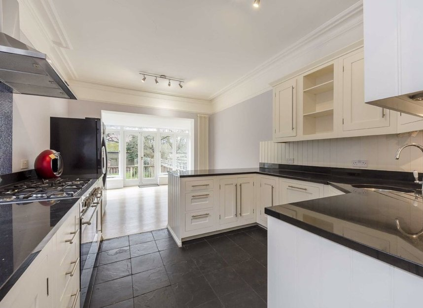 Properties for sale in Lynton Road - W3 9HH view4