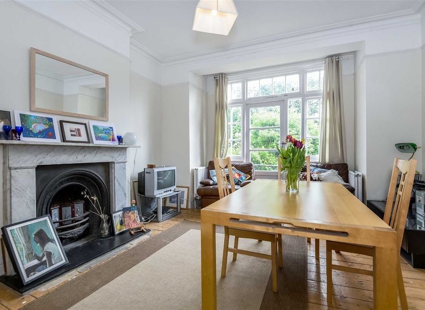 Properties for sale in Lynton Road - W3 9HP view4