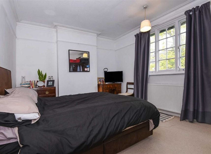 Properties for sale in Lynton Road - W3 9HP view5