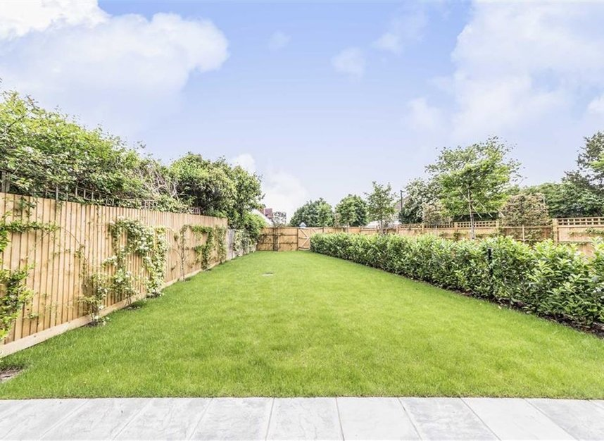 Properties for sale in Manor Gardens - TW12 2TU view9
