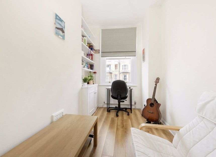 Properties for sale in Marlborough Road - N19 4NA view5