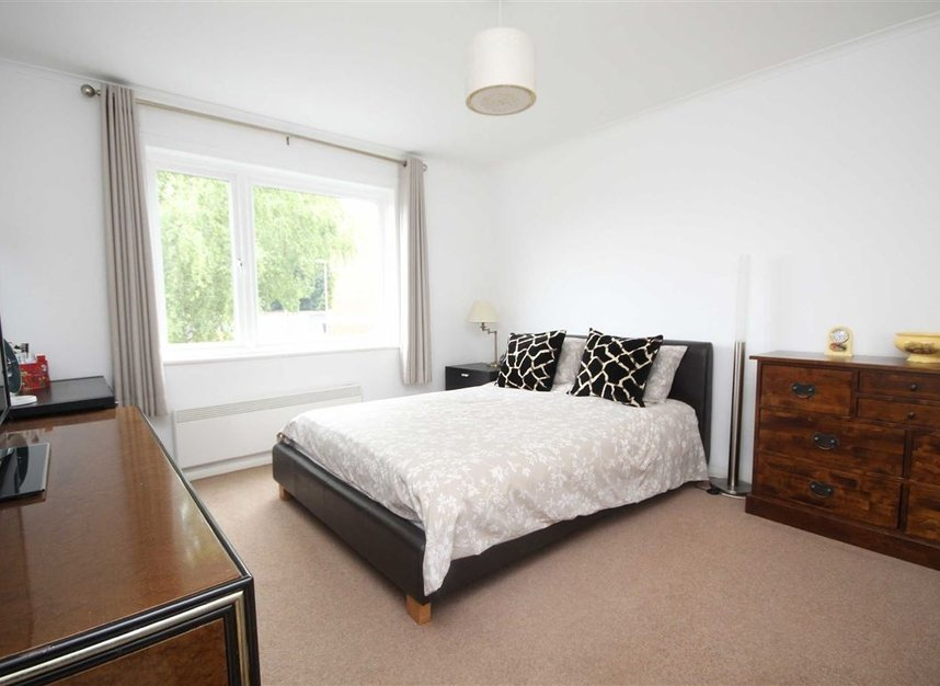 Properties for sale in Mountcombe Close - KT6 6LJ view4
