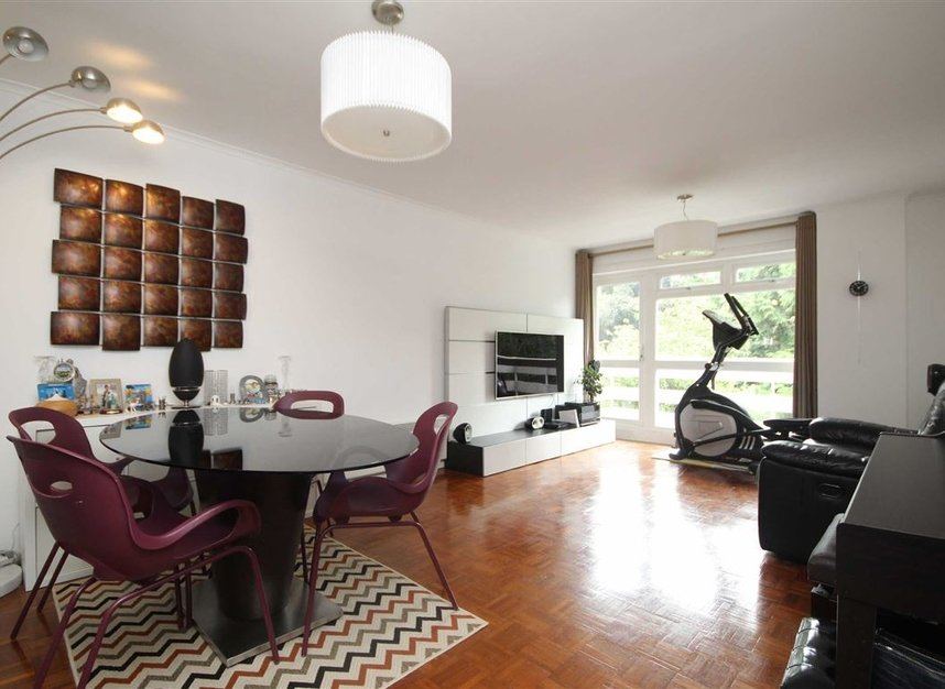Properties for sale in Mountcombe Close - KT6 6LJ view2