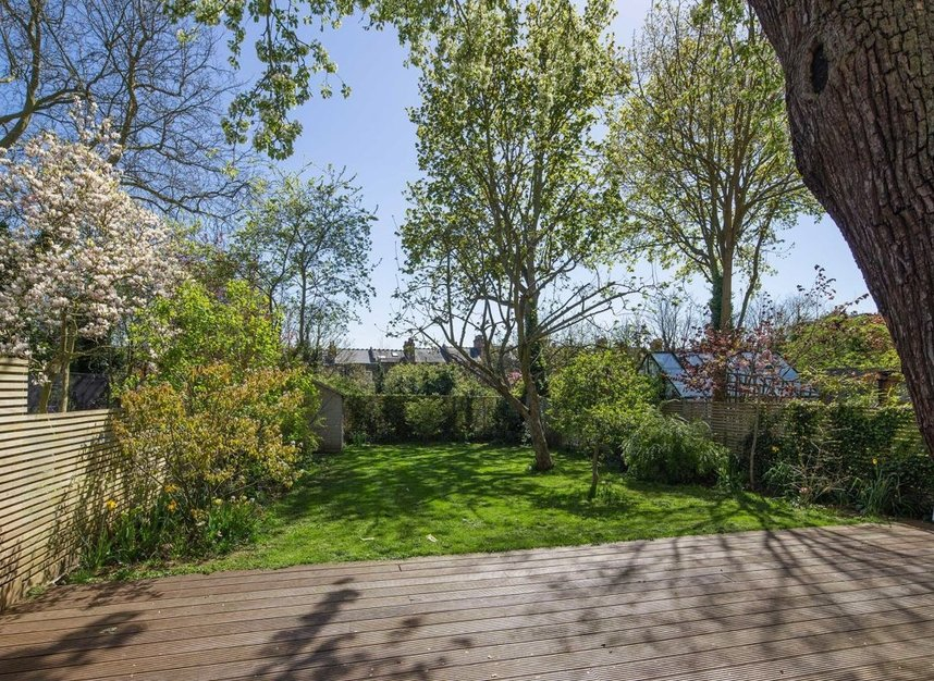 Properties for sale in Nassington Road - NW3 2TY view5