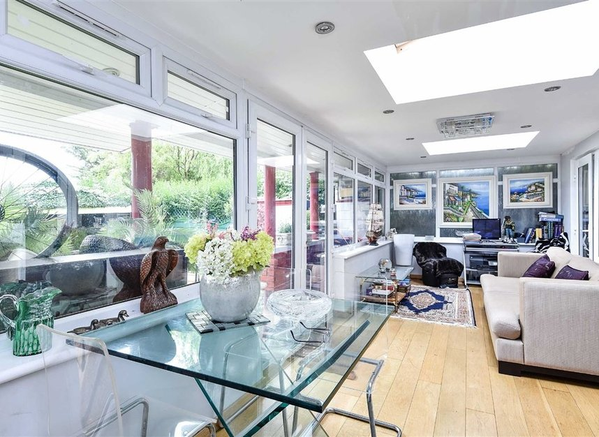 Properties for sale in Noel Road - W3 0JQ view5