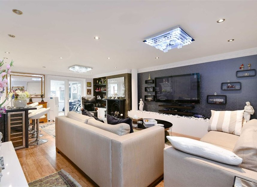 Properties for sale in Noel Road - W3 0JQ view2