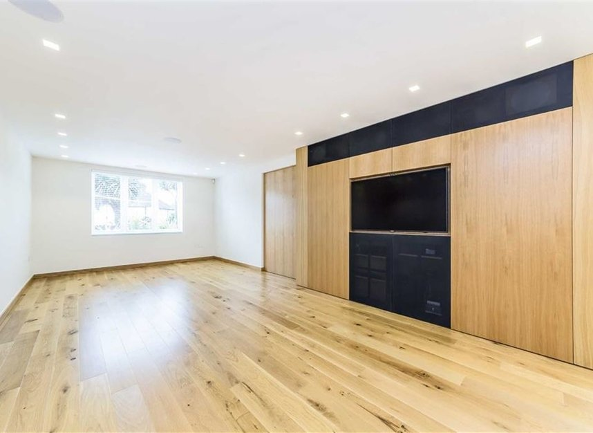 Properties for sale in Noel Road - W3 0JX view2
