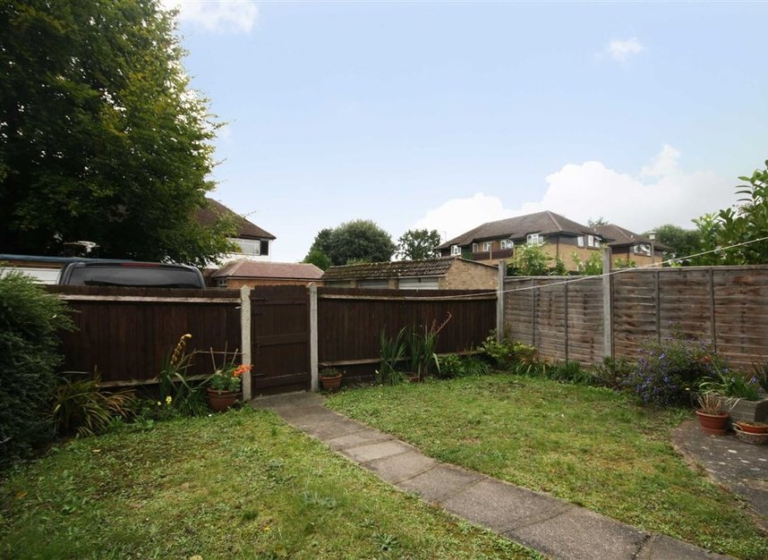 Properties for sale in Oldfield Road - TW12 2HP view4