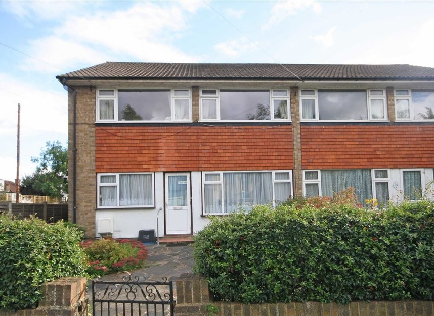 Properties for sale in Oldfield Road - TW12 2HP view1