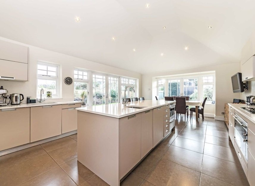 Properties for sale in Ormond Avenue - TW12 2RX view4