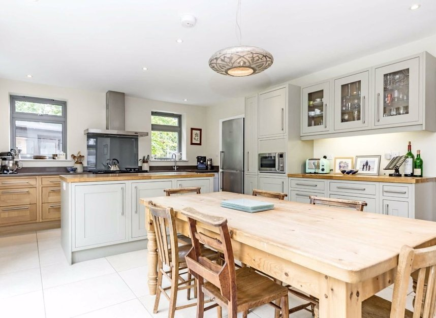Properties for sale in Ormond Avenue - TW12 2RT view2