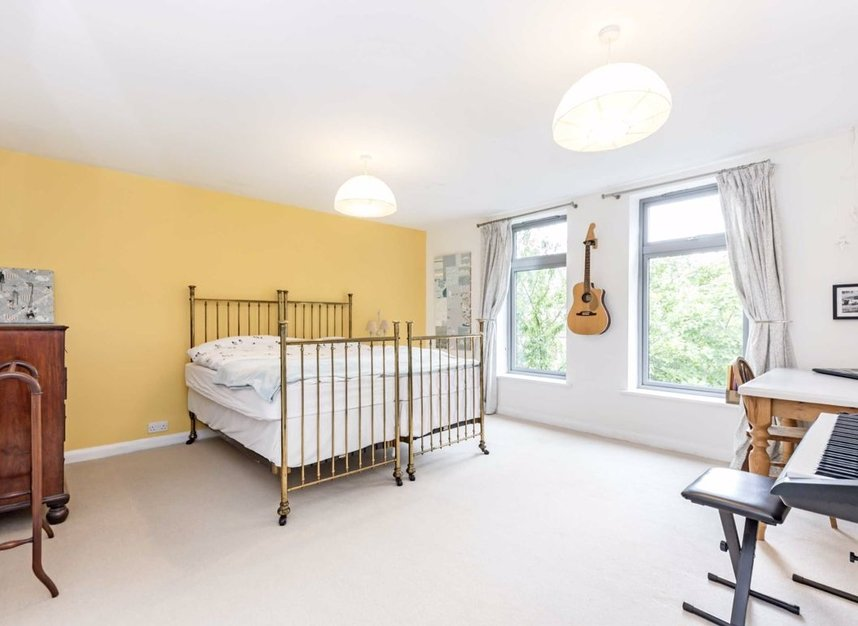 Properties for sale in Ormond Avenue - TW12 2RT view5