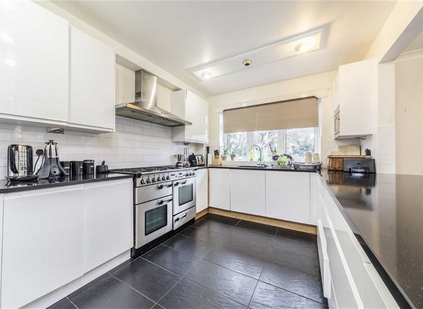 Properties sold in Ormond Drive - TW12 2TL view3