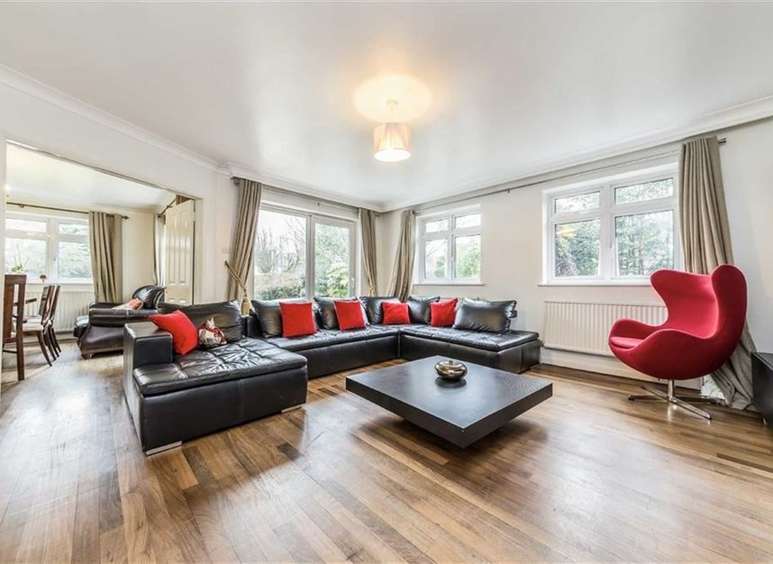 Properties sold in Ormond Drive - TW12 2TL view2