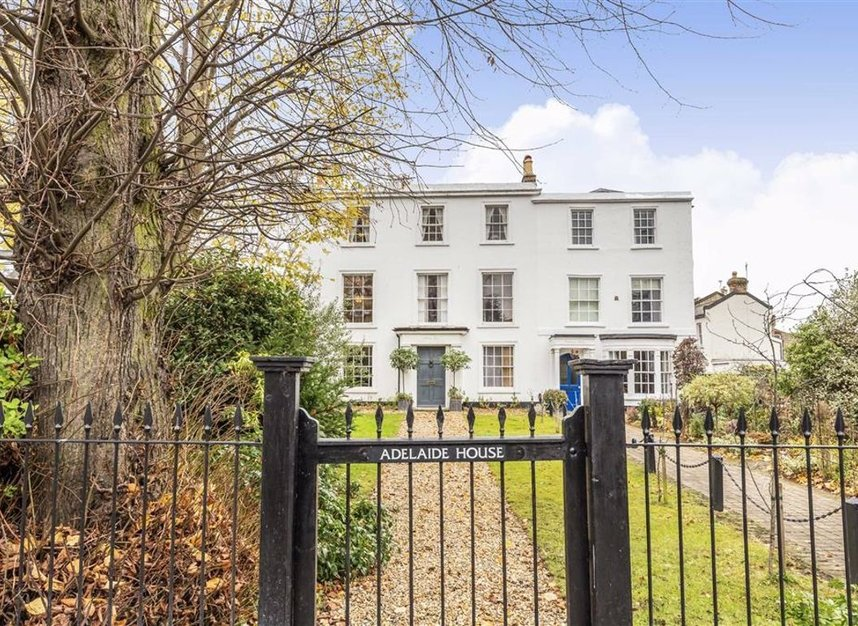 Properties for sale in Park Road - TW11 0AG view1