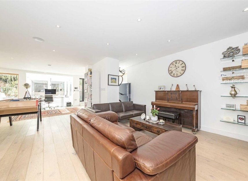 Properties for sale in Parsifal Road - NW6 1UG view5