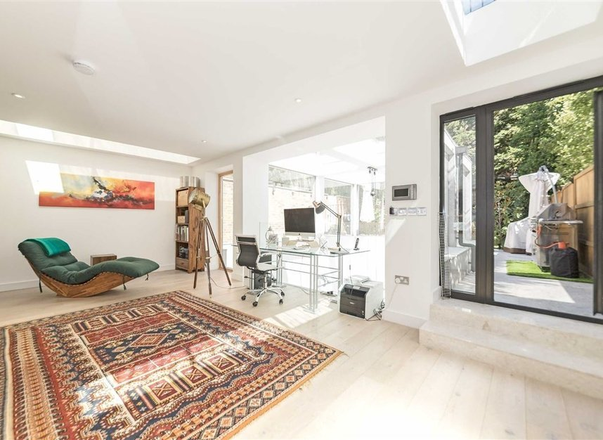 Properties for sale in Parsifal Road - NW6 1UG view6