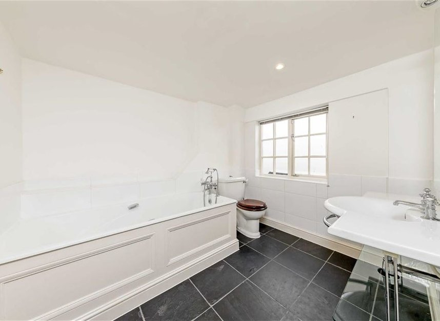 Properties for sale in Princes Gate Mews - SW7 2PR view7
