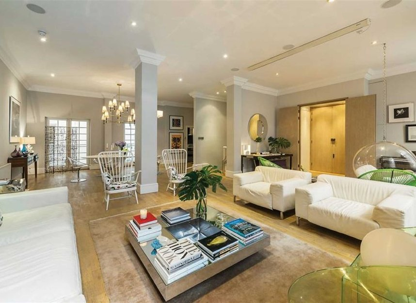 Properties for sale in Queen Annes Gate - SW1H 9AA view2
