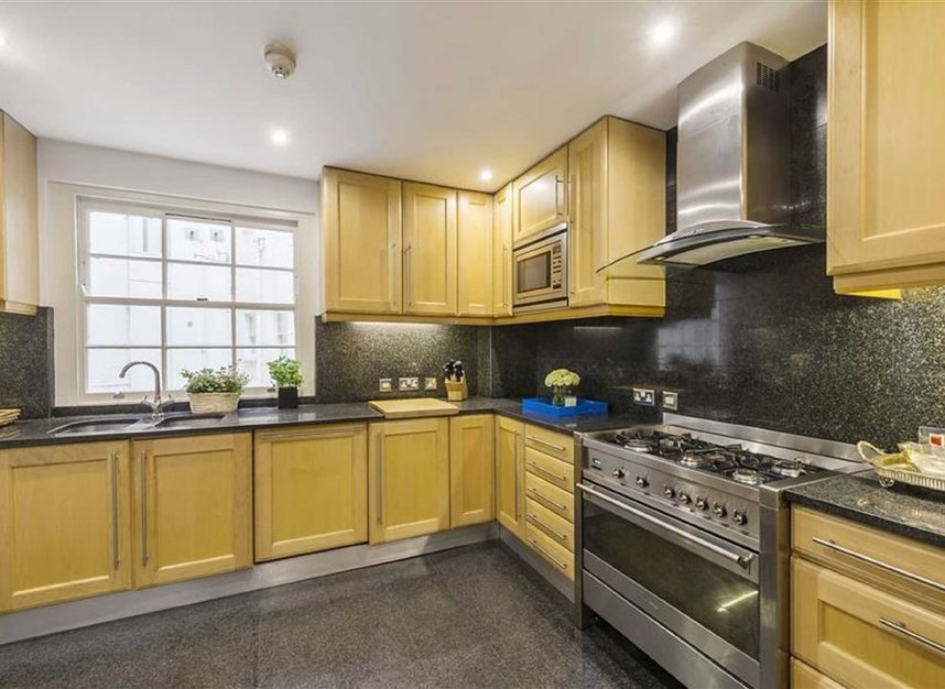 Properties for sale in Queen Annes Gate - SW1H 9AA view6