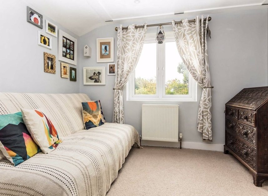 Properties for sale in Queens Road - SW19 8NY view2