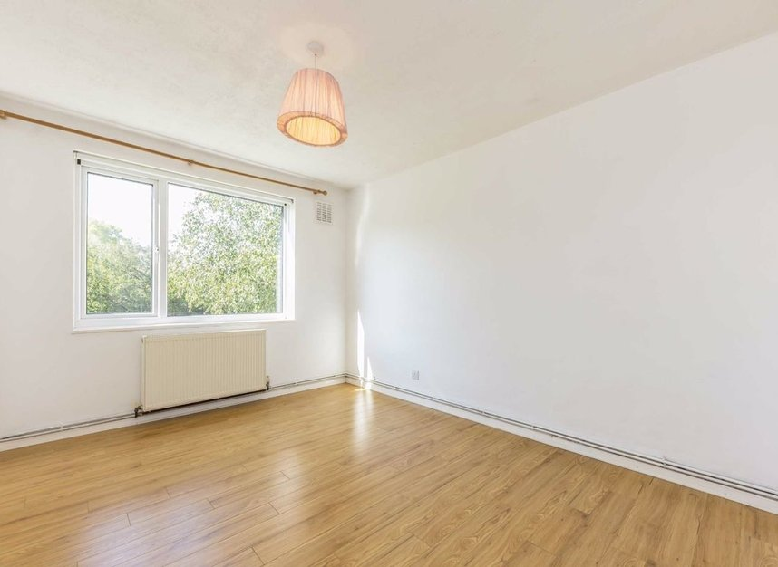 Properties for sale in Queenswood Avenue - TW12 3AT view4