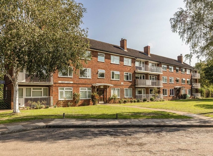 Properties for sale in Queenswood Avenue - TW12 3AT view1