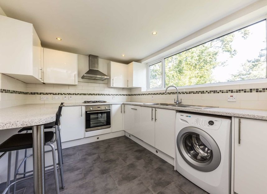 Properties for sale in Queenswood Avenue - TW12 3AT view3