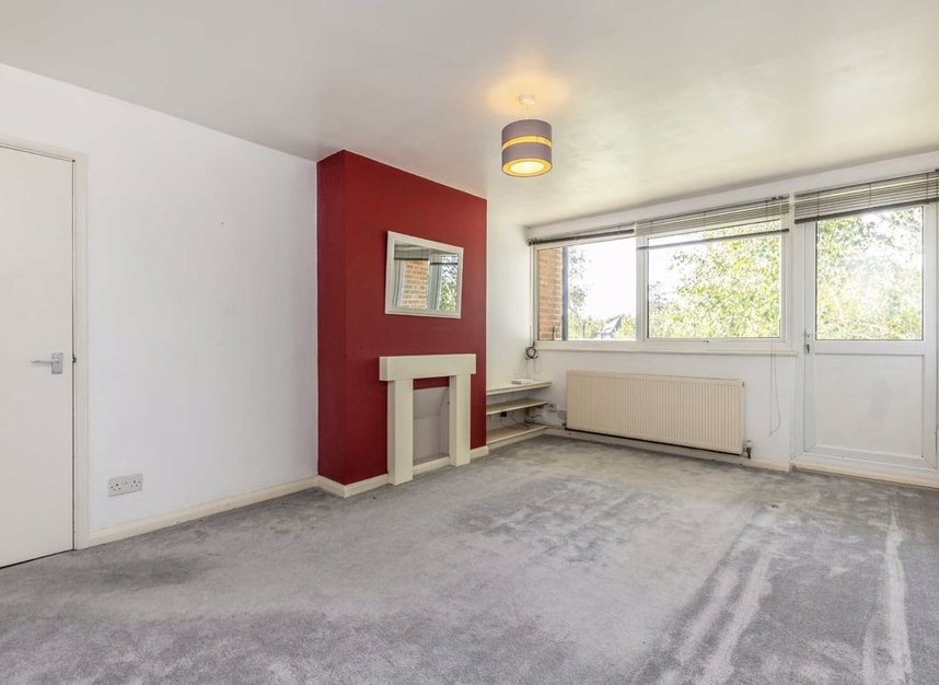 Properties for sale in Queenswood Avenue - TW12 3AT view2