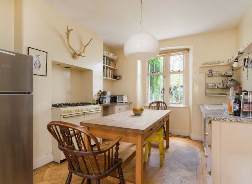 Properties for sale in Regents Park Terrace - NW1 7EE view3