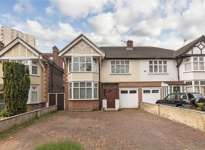 Properties for sale in Rosemont Road - W3 9LR view1