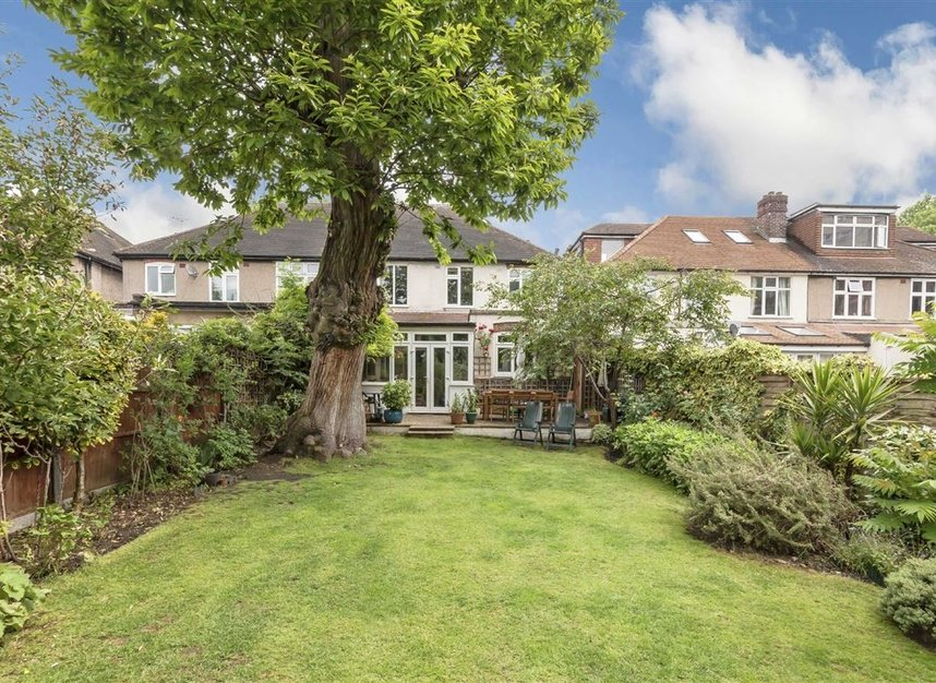 Properties for sale in Rosemont Road - W3 9LR view6