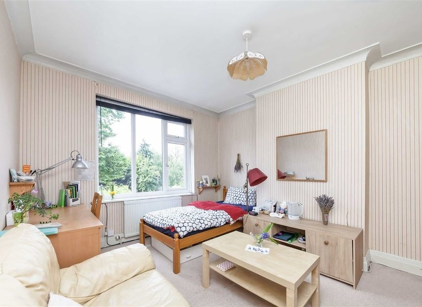 Properties for sale in Rosemont Road - W3 9LR view5