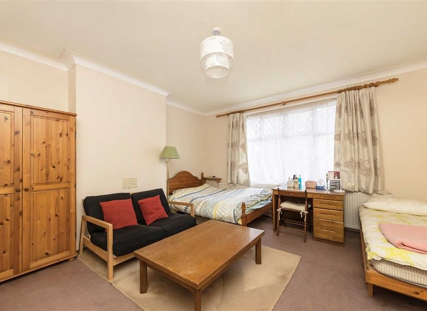 Properties for sale in Rosemont Road - W3 9LR view4