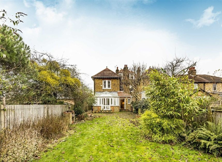 Properties for sale in Seymour Road - TW12 1DD view5