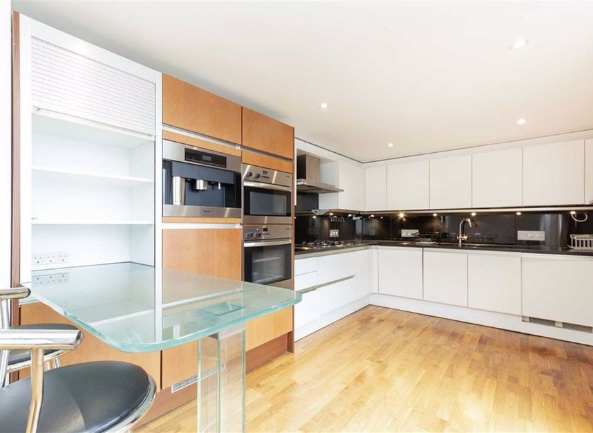 Properties for sale in Shad Thames - SE1 2YE view3