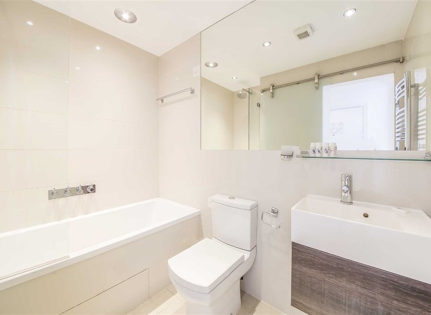 Properties for sale in Sloane Avenue - SW3 3BE view4