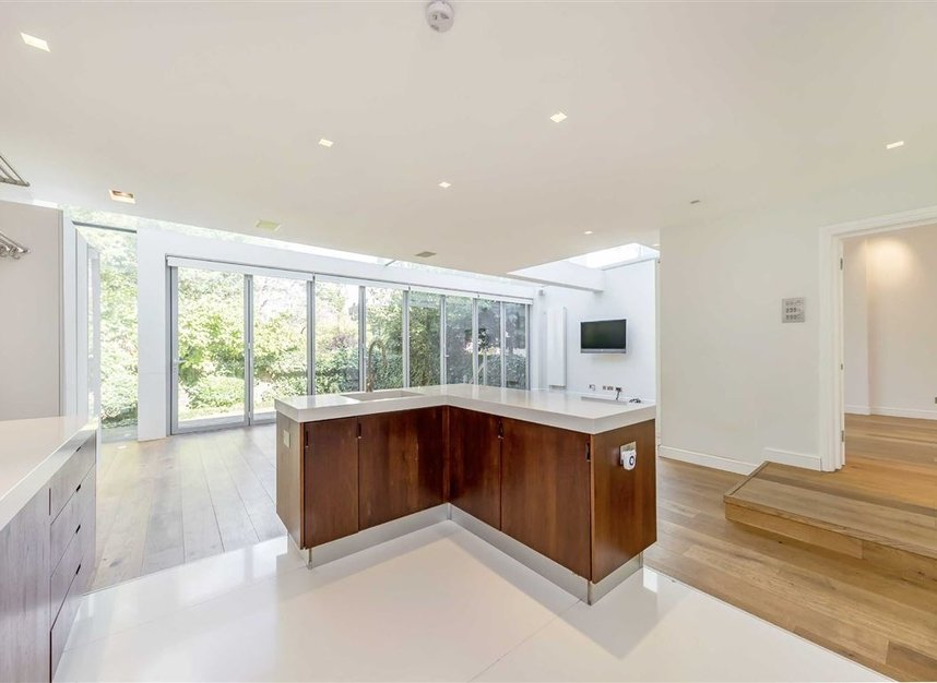 Properties for sale in St. Johns Wood Road - NW8 8RB view3