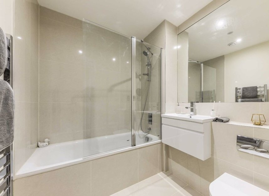 Properties for sale in Station Road - TW16 6SB view4