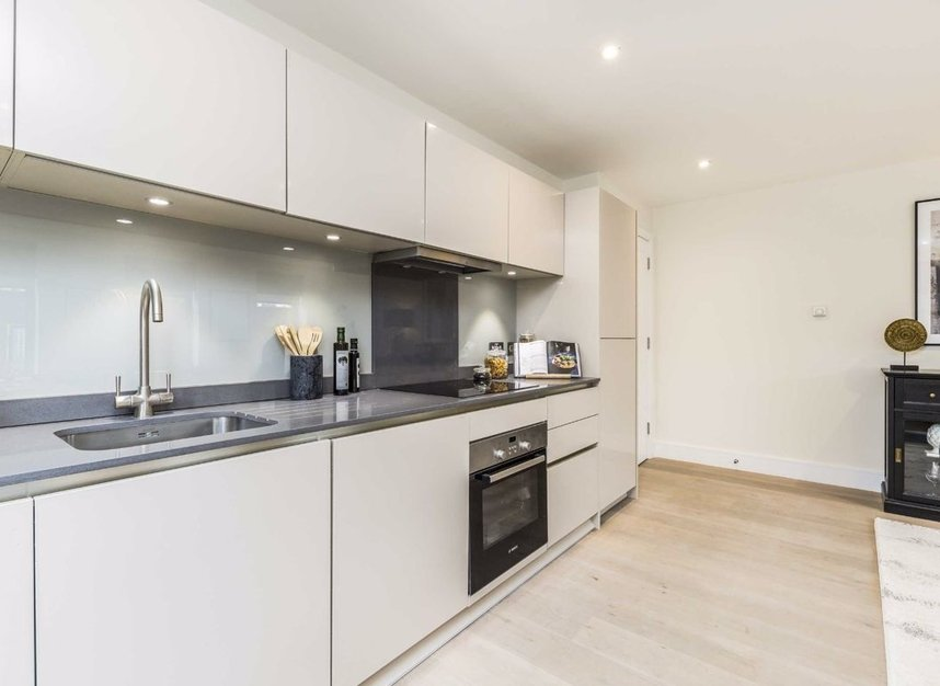 Properties for sale in Station Road - TW16 6SB view3