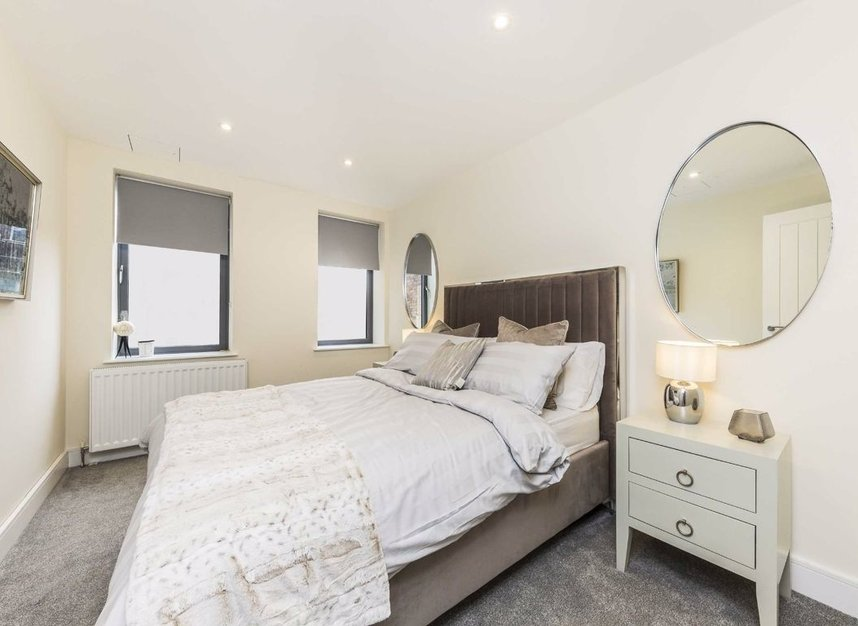 Properties for sale in Station Road - TW16 6SB view5