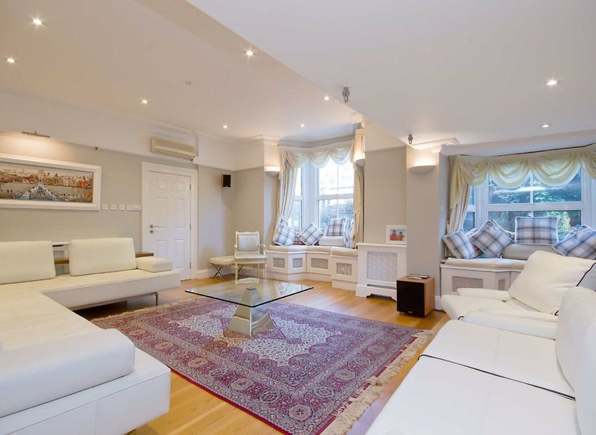 Properties for sale in Surrey Crescent - W4 3AA view2