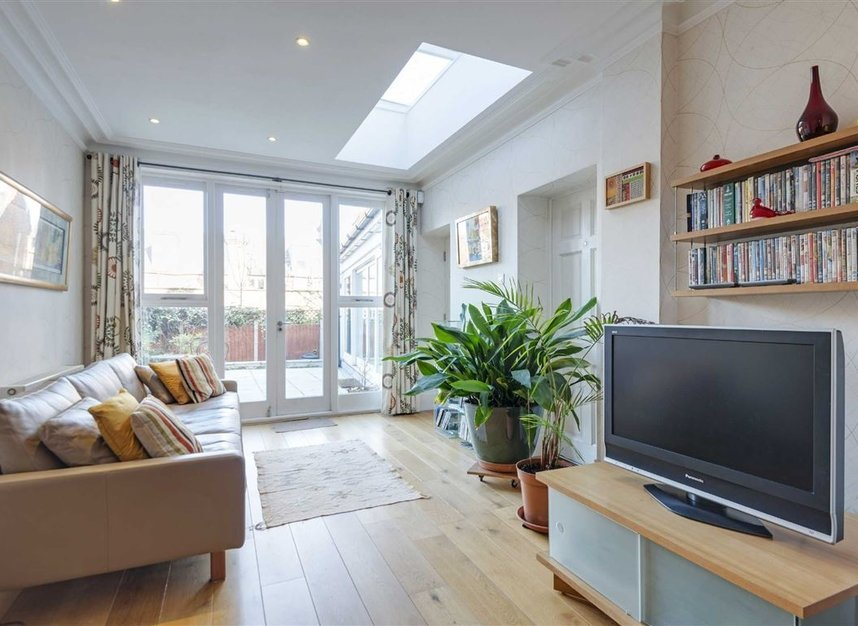 Properties for sale in Talbot Road - N6 4QX view4