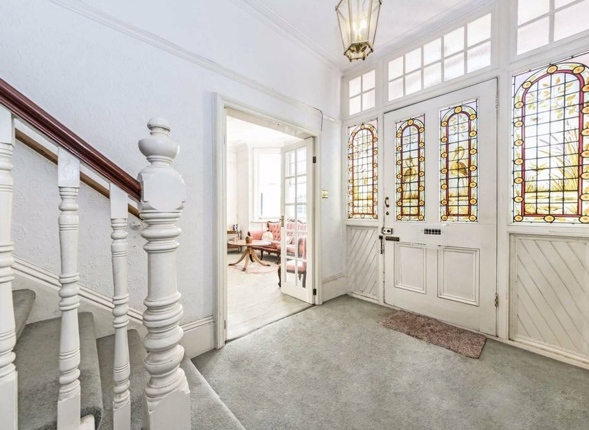 Properties for sale in The Avenue - TW12 3RS view5