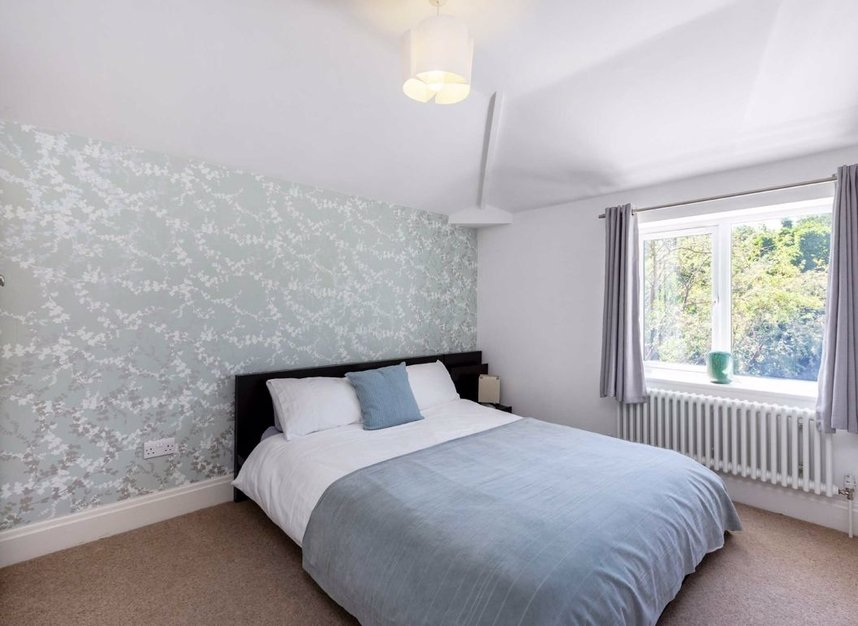 Properties for sale in The Avenue - TW16 5HY view2