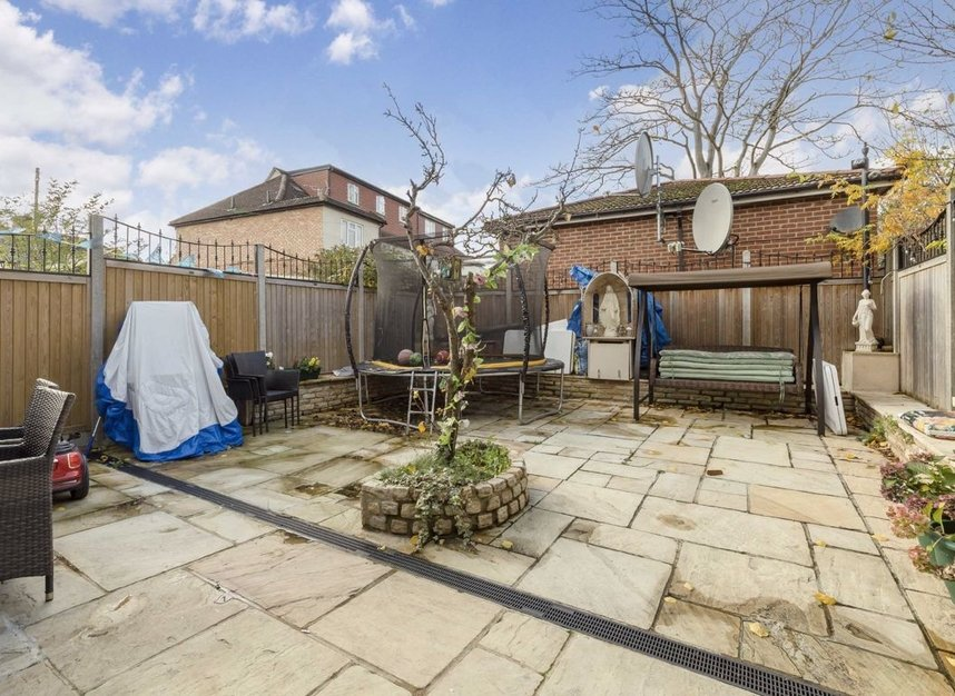Properties for sale in The Green - W3 7PQ view6